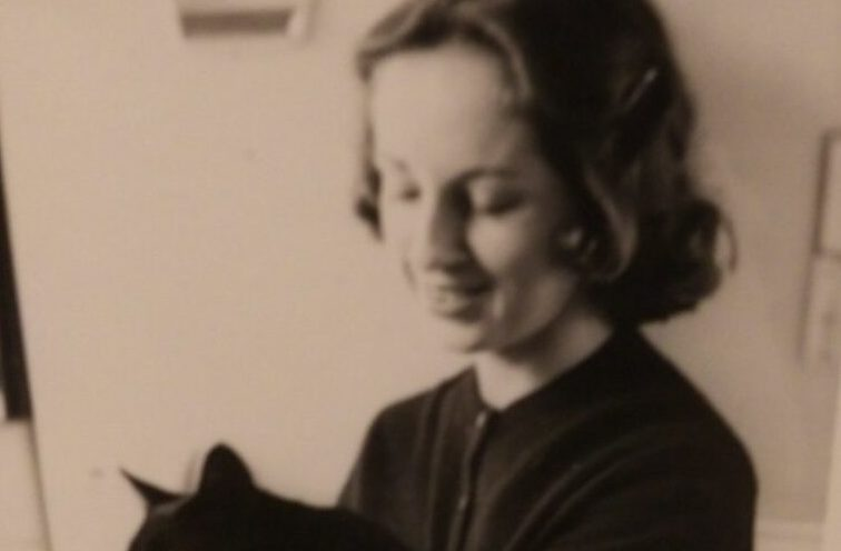 Lois young w cat